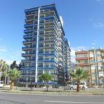 Новая 2+1 квартира в жилом комплексе на первой линии моря